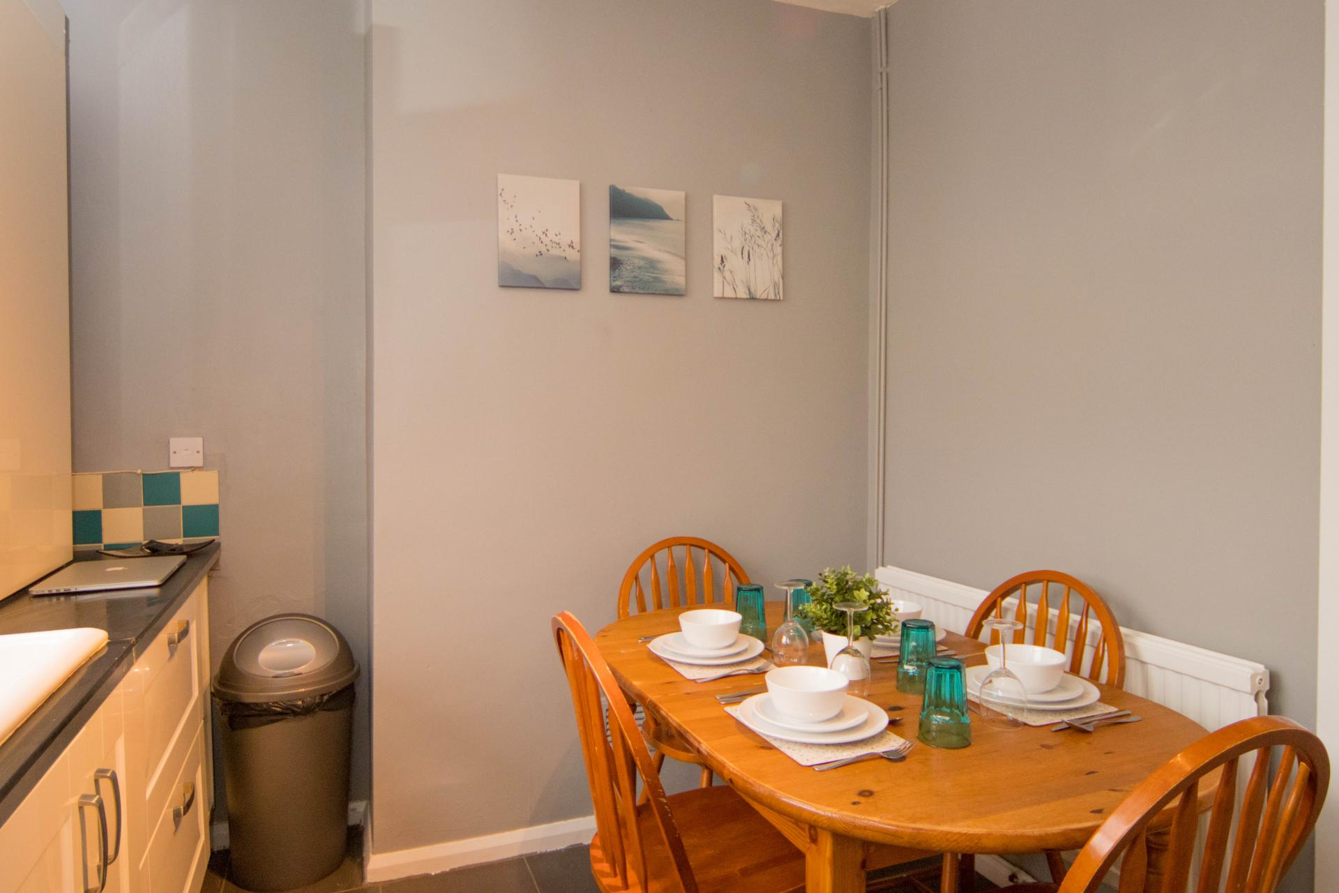 Dining table at Limpenny House, Radford, Nottingham - Citybase Apartments