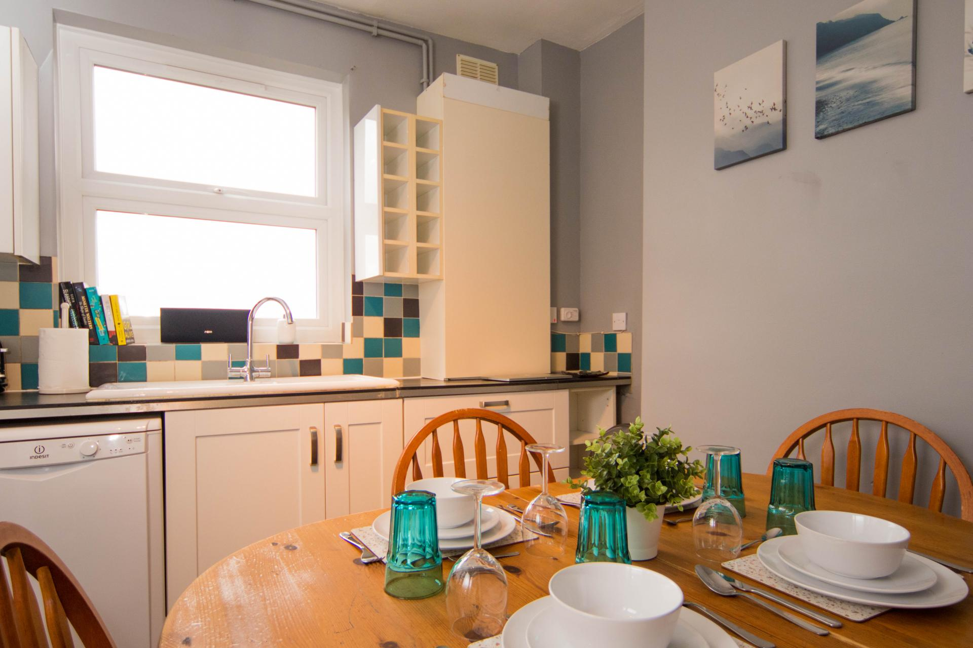 Kitchen diner at Limpenny House, Radford, Nottingham - Citybase Apartments