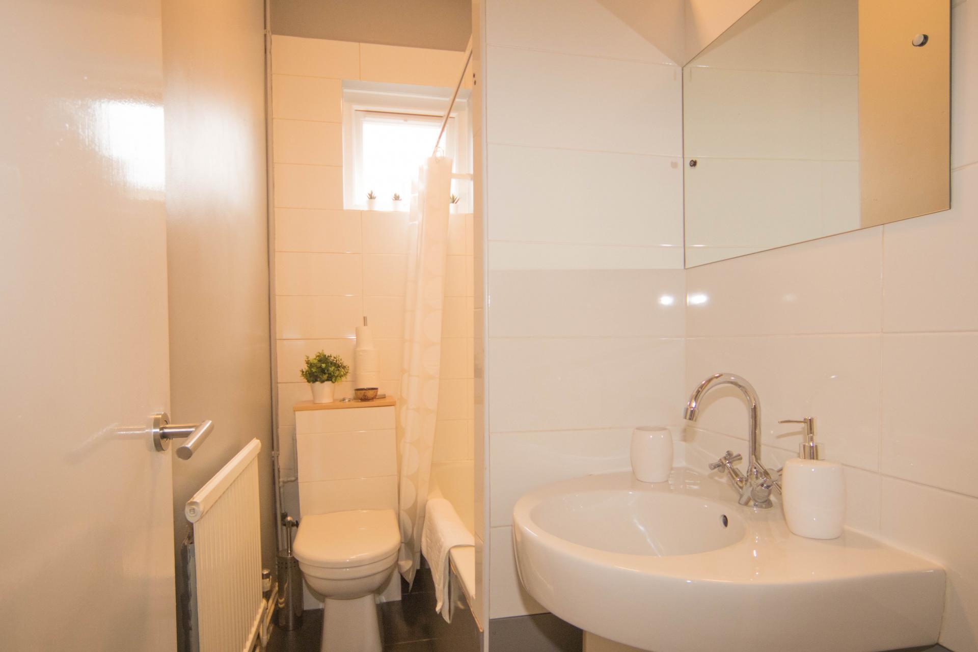 Bathroom at Limpenny House, Radford, Nottingham - Citybase Apartments