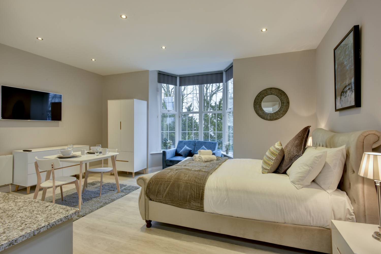 Lounge at Meridian Suites, Brandon, Bristol - Citybase Apartments