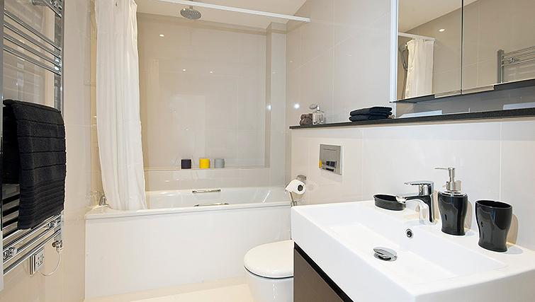 Pristine bathroom at Manson Place Apartments - Citybase Apartments