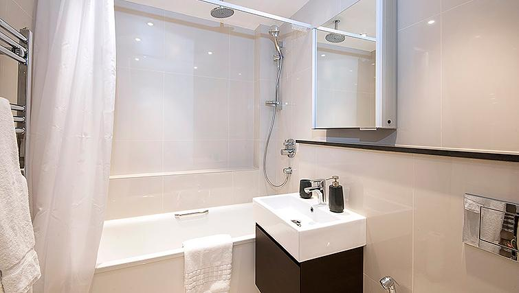 Contemporary bathroom in Manson Place Apartments - Citybase Apartments