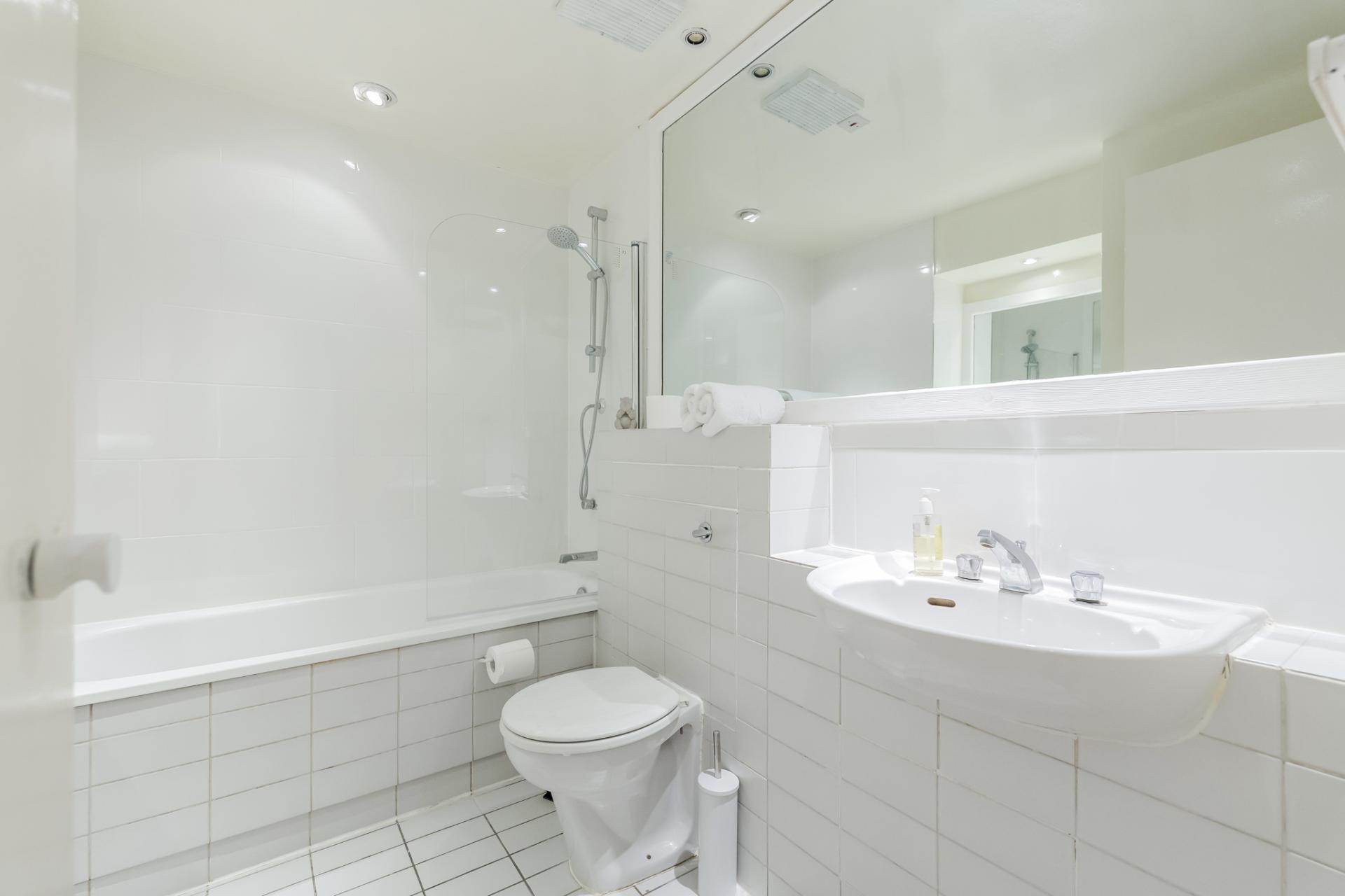 Bathroom at Earls Court Serviced Apartment, Kensington, London - Citybase Apartments