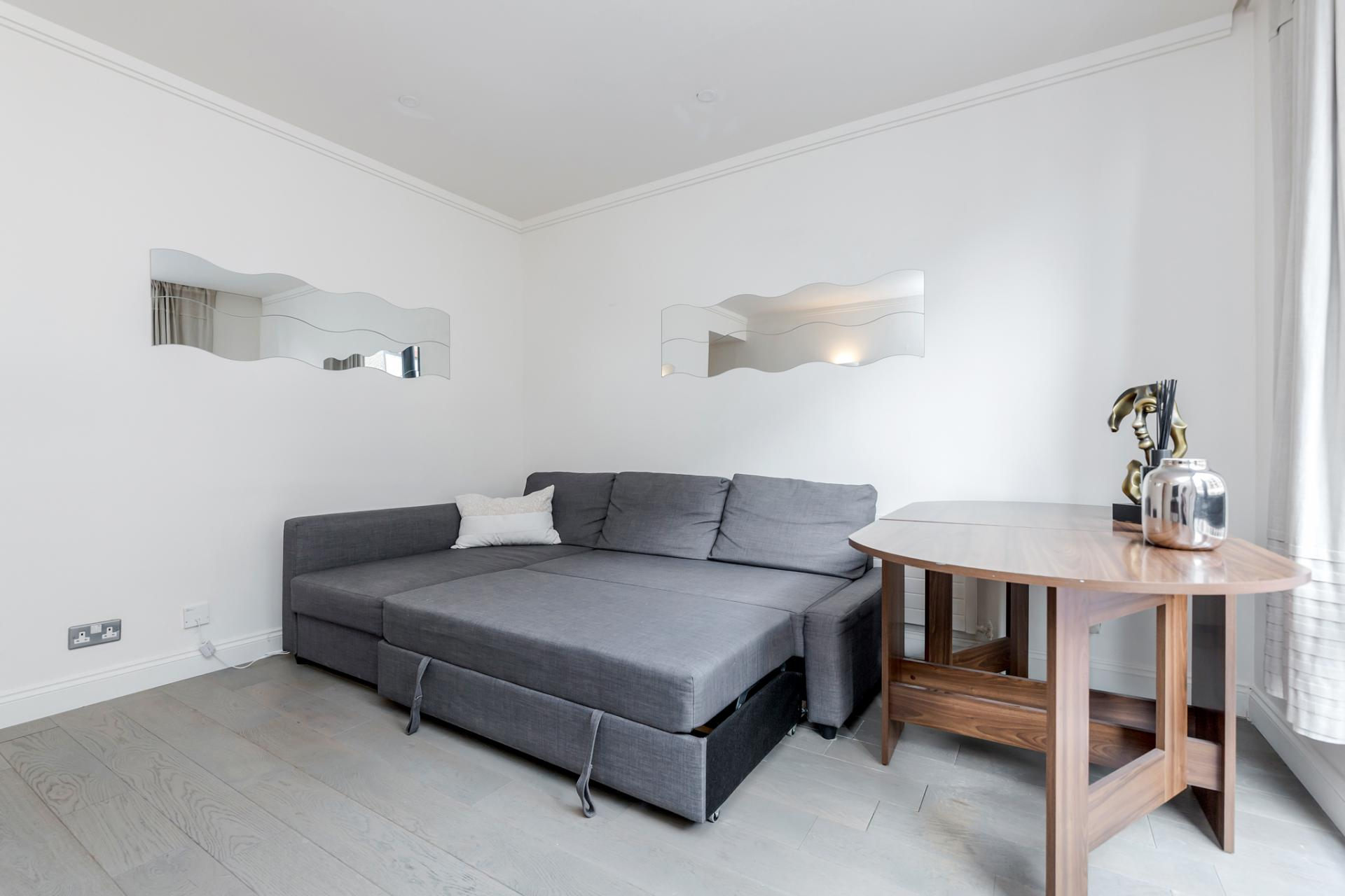 Table at Earls Court Serviced Apartment, Kensington, London - Citybase Apartments