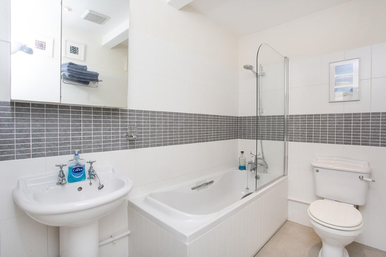 Bathroom at The Nutshell Apartment, Heworth, York - Citybase Apartments