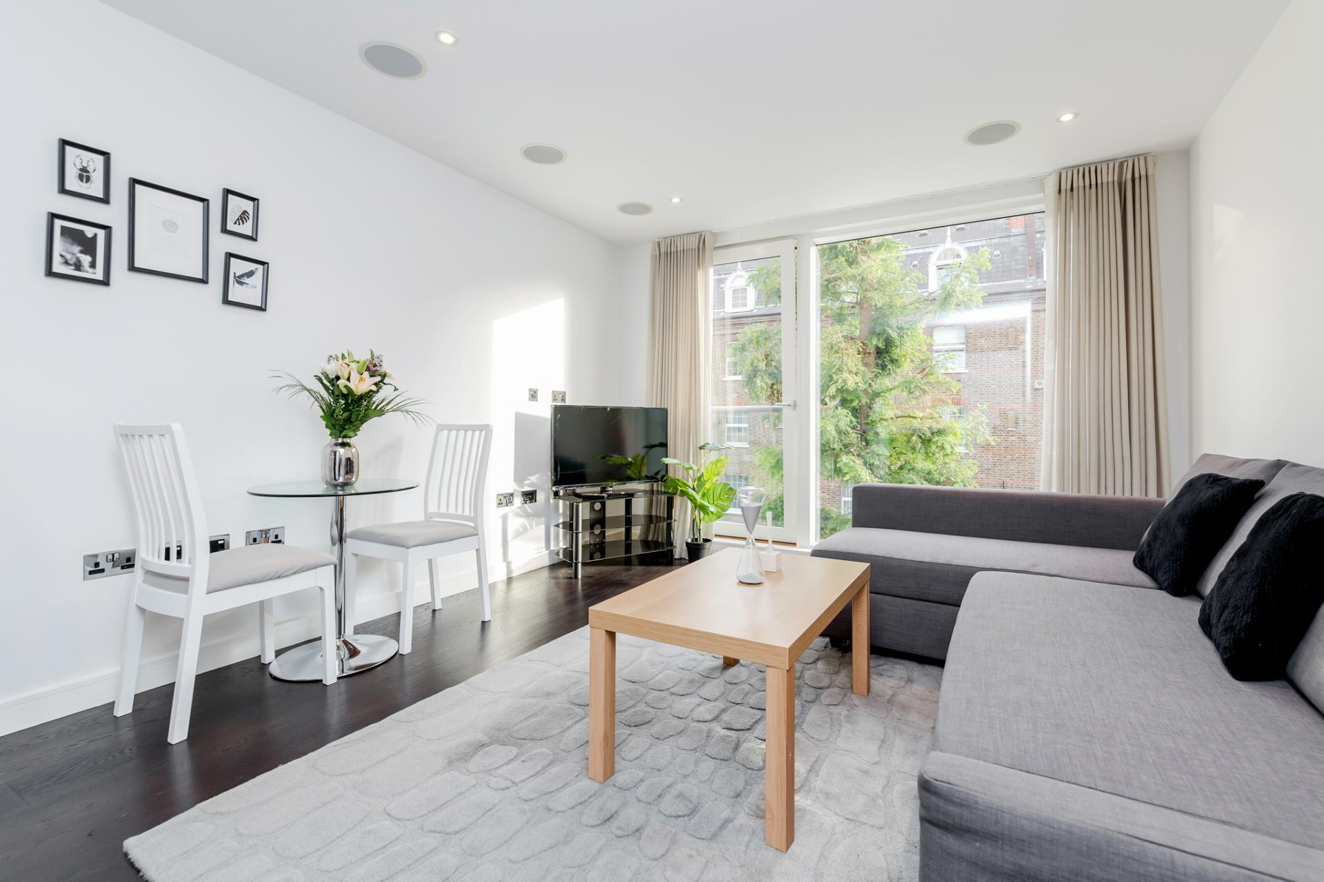 Lounge at Chelsea Serviced Apartments, Chelsea, London - Citybase Apartments