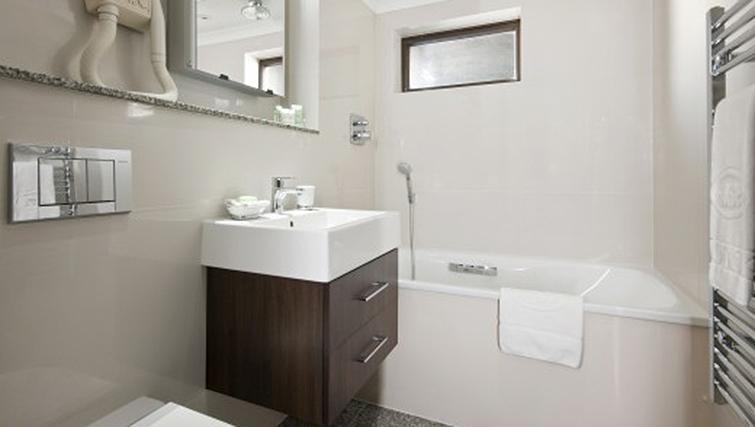 Bathroom in 2 bed at Mayfair House Apartments - Citybase Apartments
