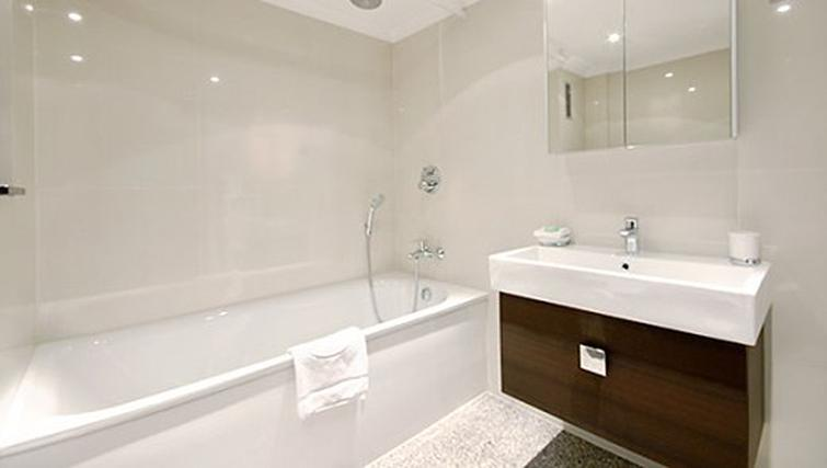 Bathroom in 3 bed at Mayfair House Apartments - Citybase Apartments