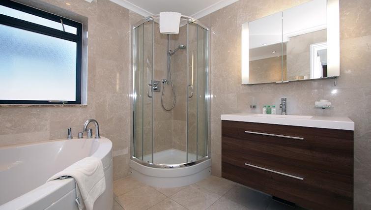 Bathroom at Mayfair House Apartments - Citybase Apartments