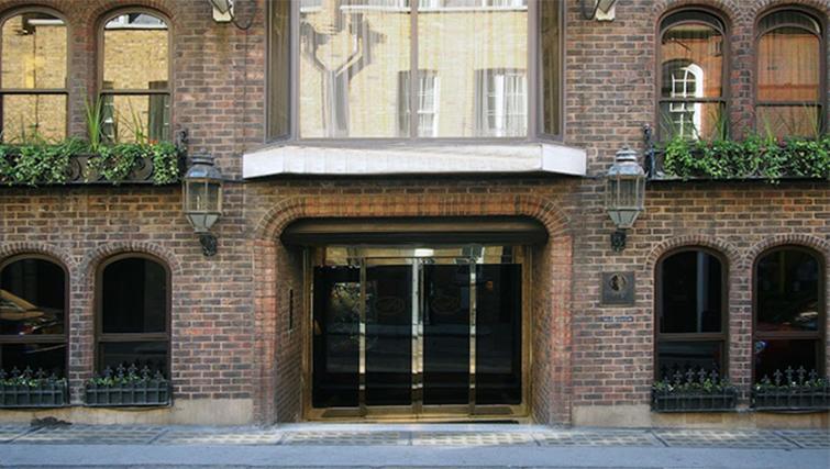 Exterior of Mayfair House Apartments - Citybase Apartments