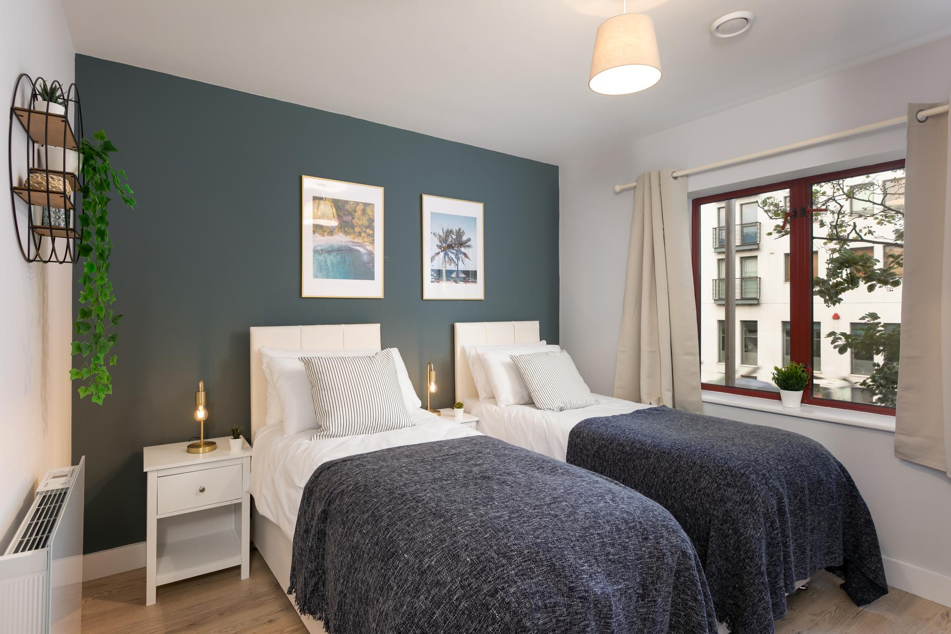 Twin beds at Wesley Gate Apartments, Centre, Reading - Citybase Apartments