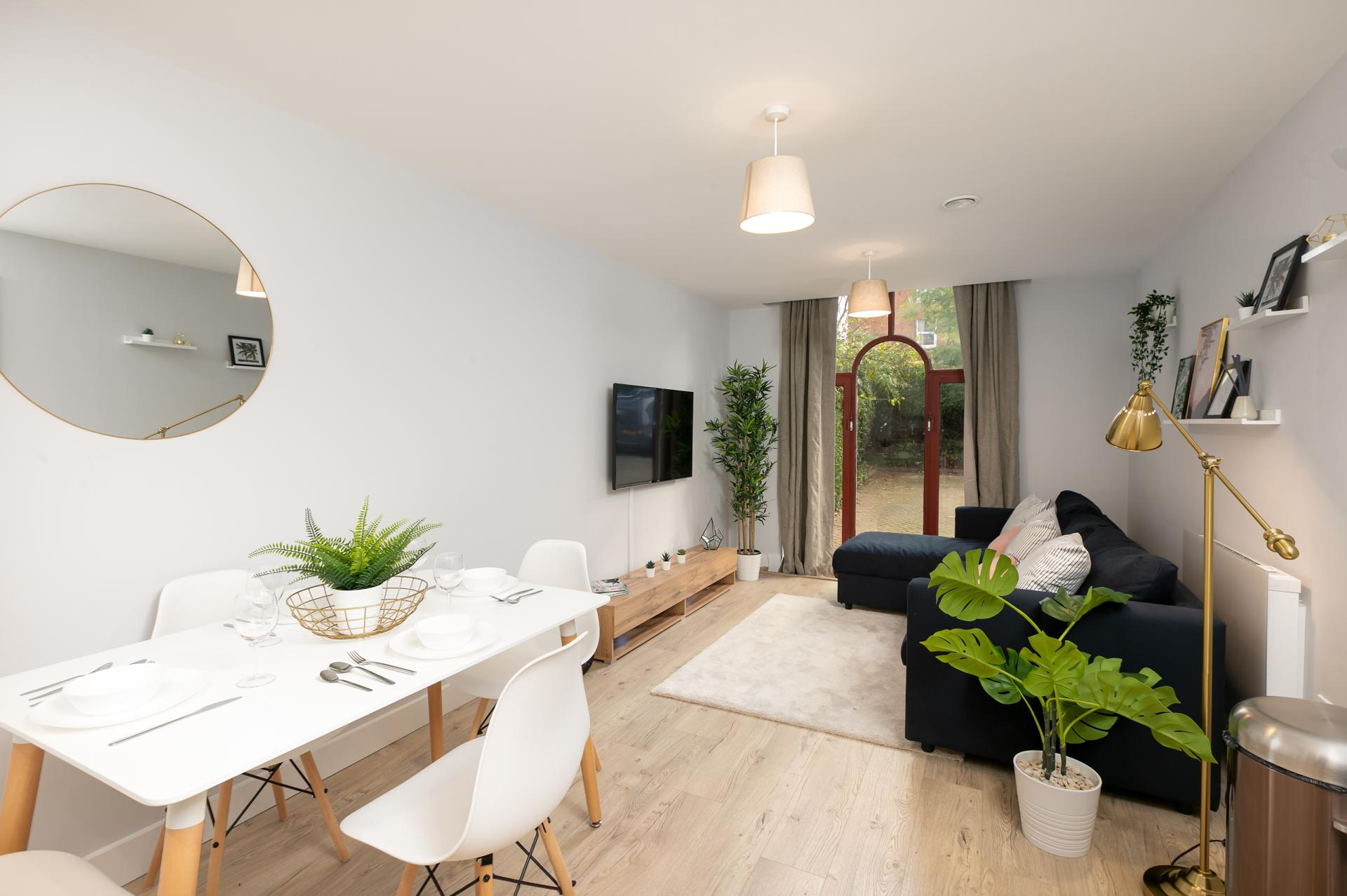 Living & Dining Area at Wesley Gate Apartments, Centre, Reading - Citybase Apartments