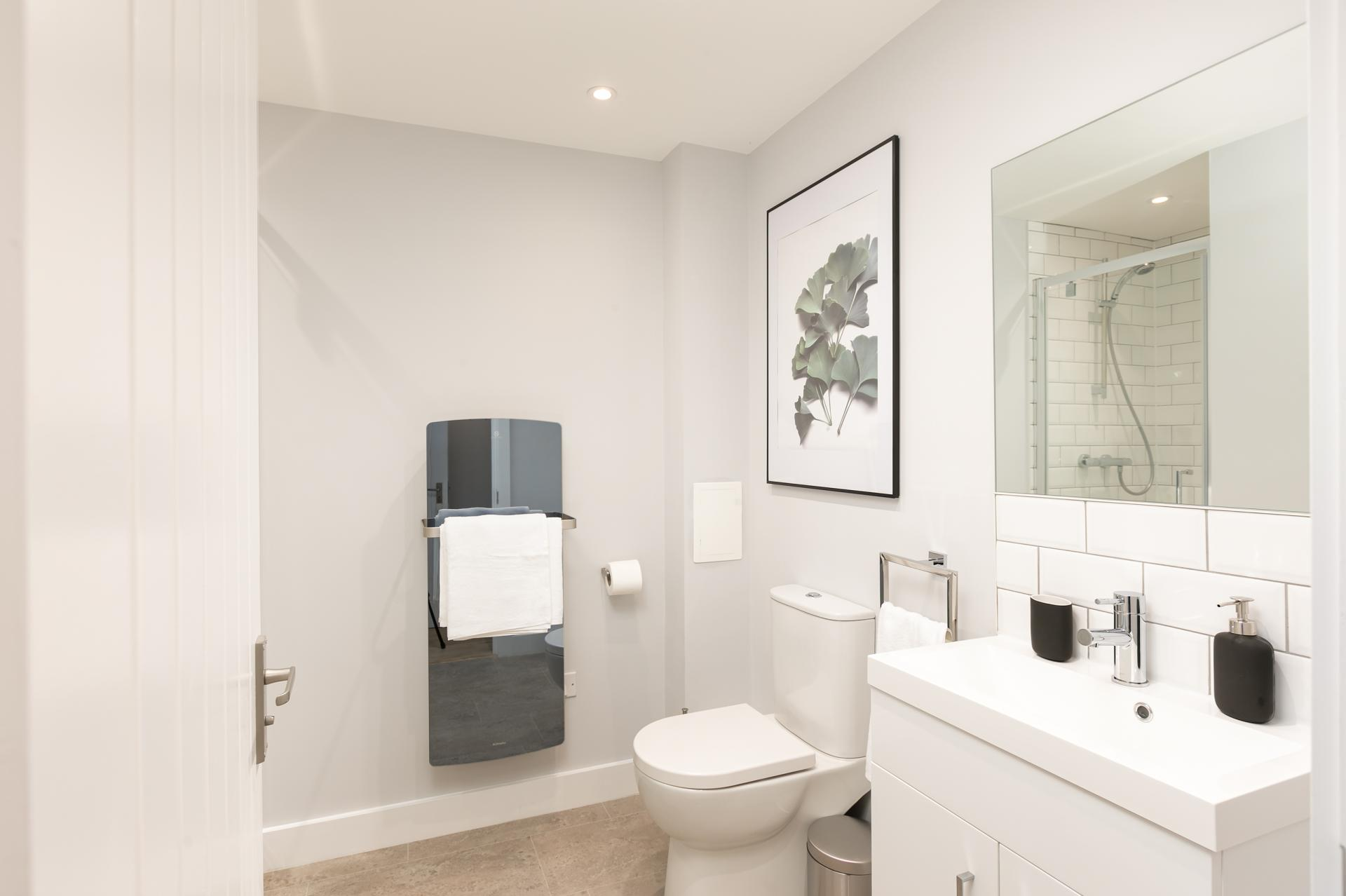 Toilet at Wesley Gate Apartments, Centre, Reading - Citybase Apartments