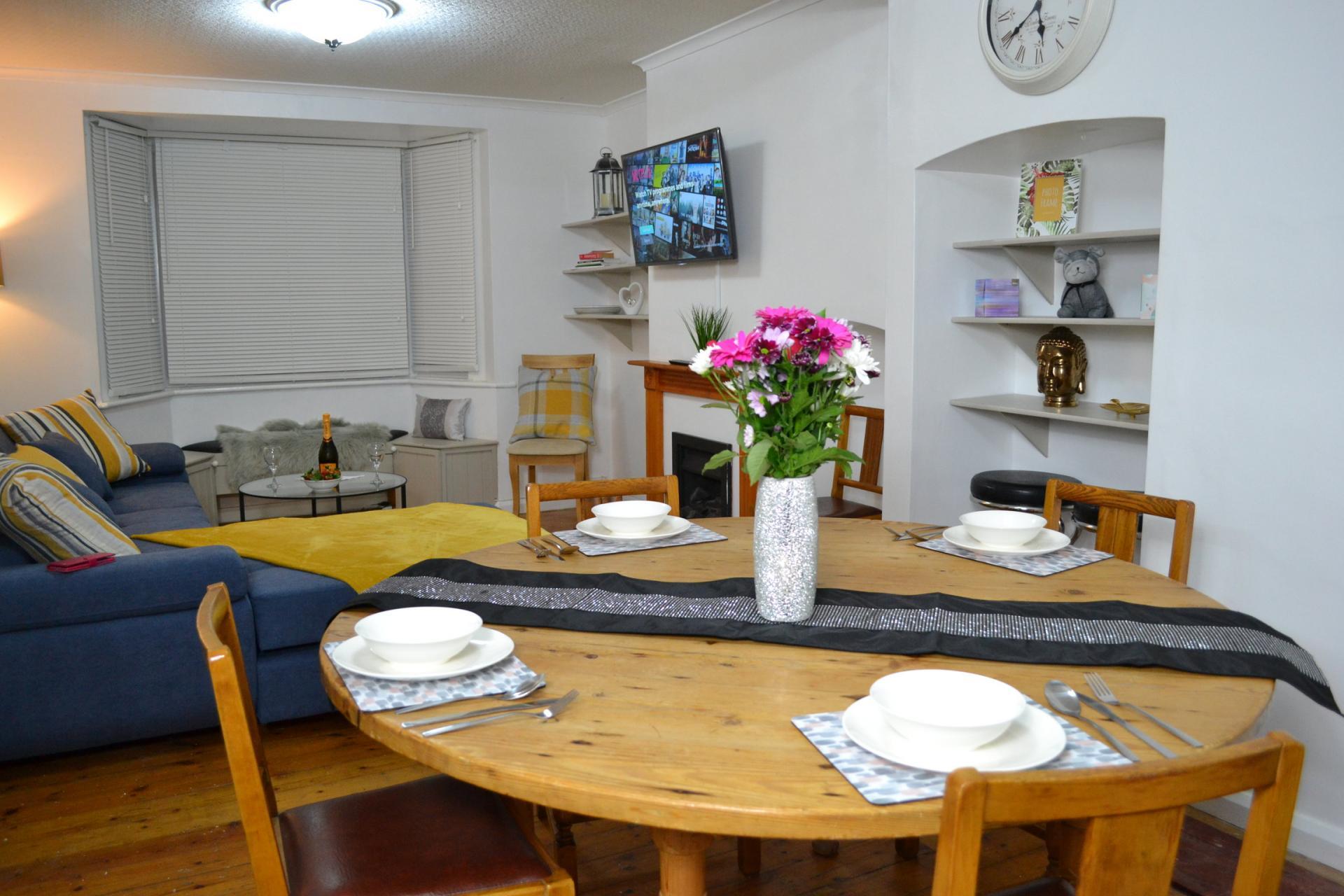 Dining area at Kendal Way Home, Chesterton, Cambridge - Citybase Apartments