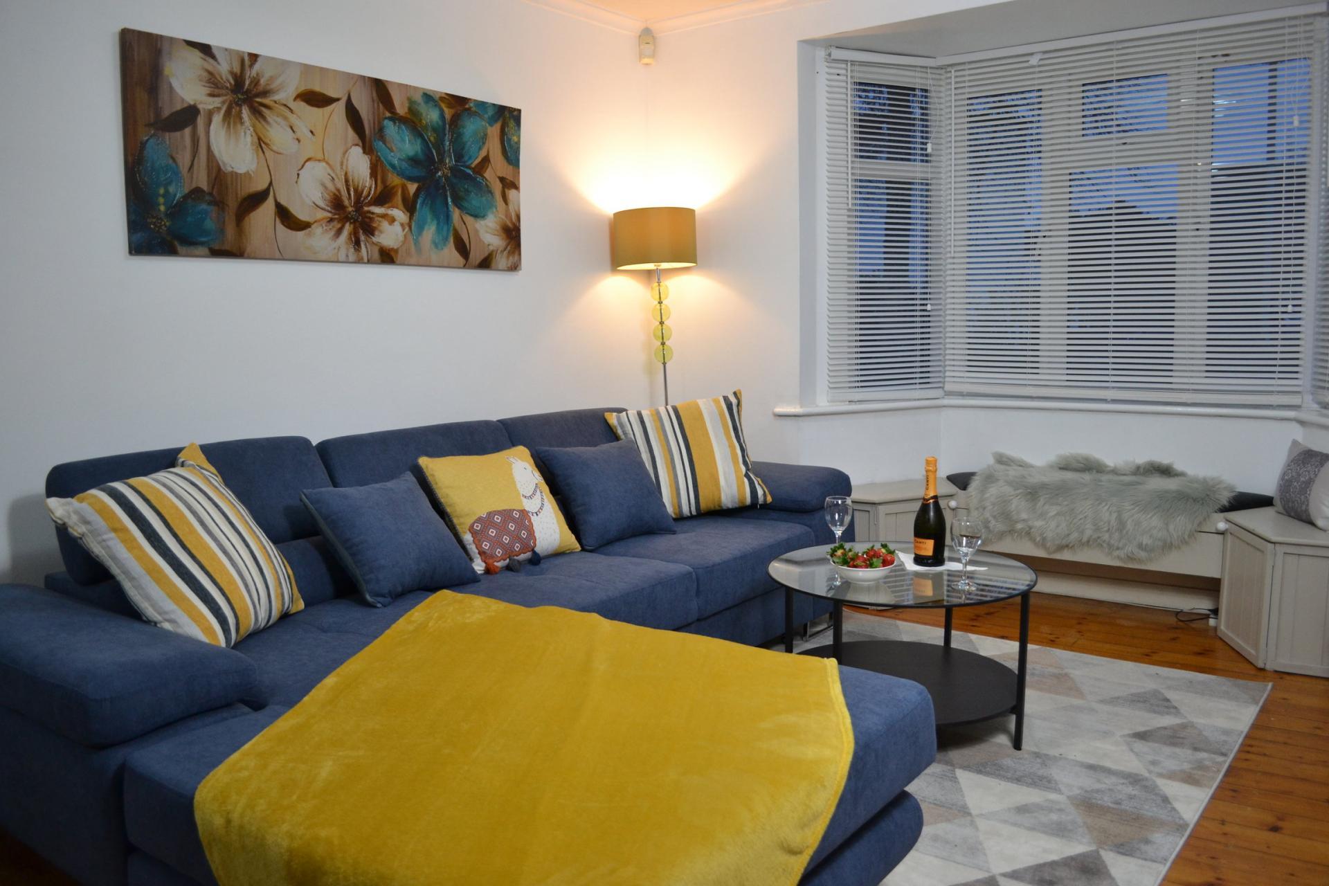 Living room at Kendal Way Home, Chesterton, Cambridge - Citybase Apartments