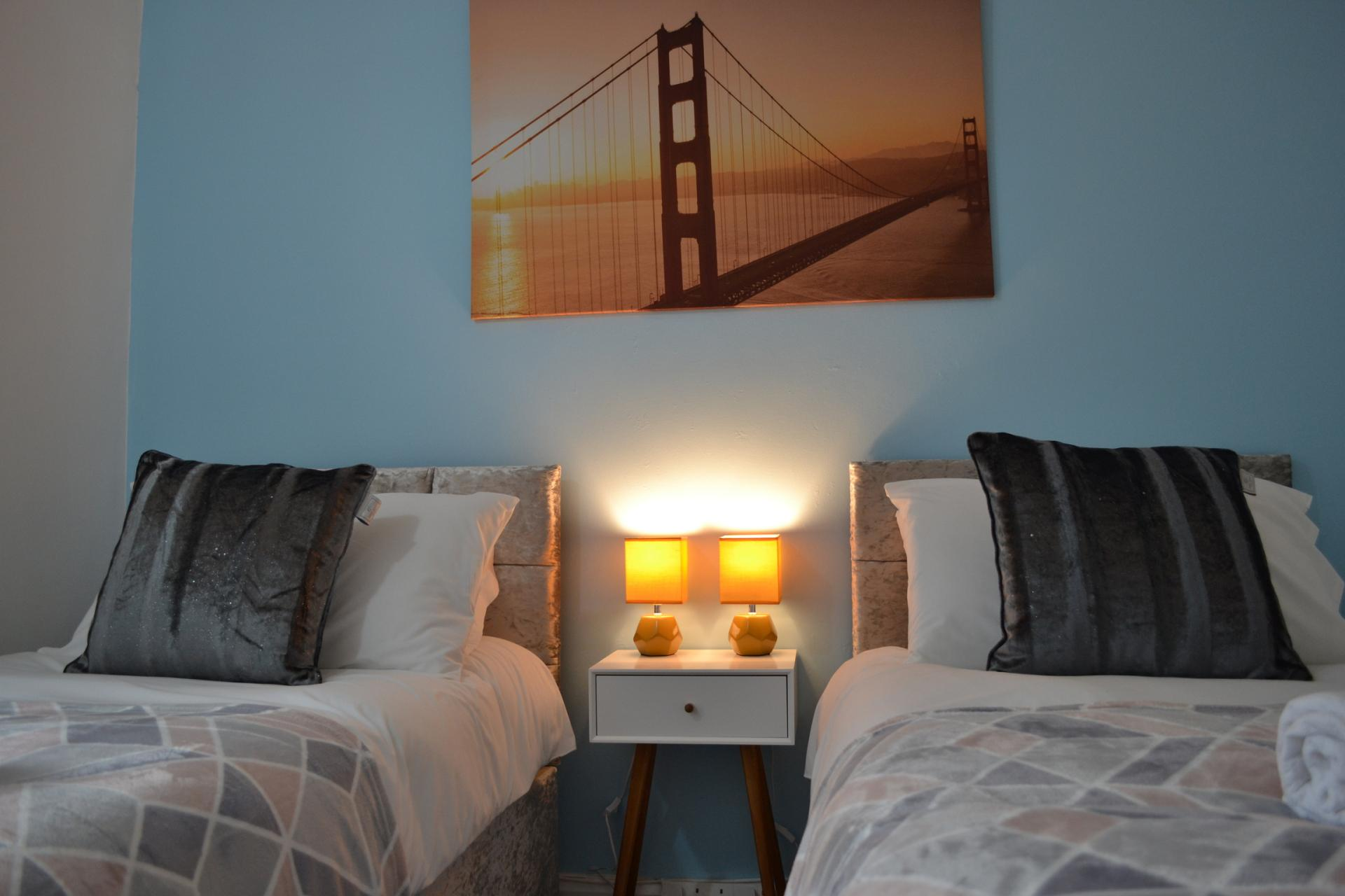 Twin beds at Kendal Way Home, Chesterton, Cambridge - Citybase Apartments