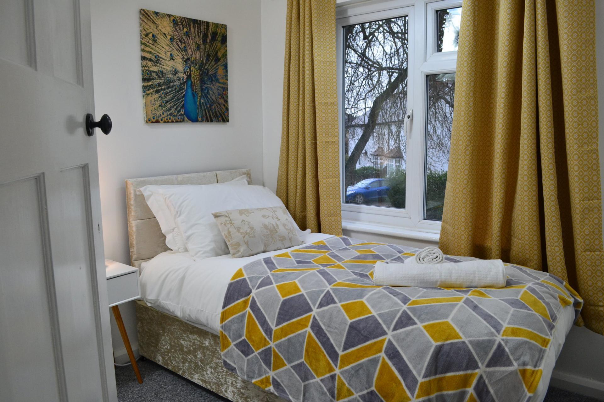 Single bed at Kendal Way Home, Chesterton, Cambridge - Citybase Apartments