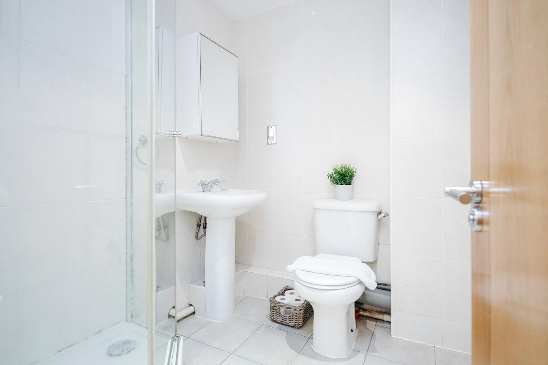 Bathroom at St Georges Wharf Apartment, Vauxhall, London - Citybase Apartments