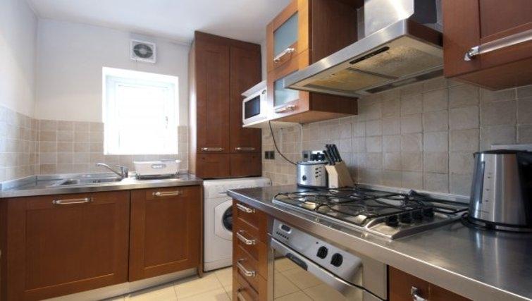 Compact kitchen in Chesham Court - Citybase Apartments