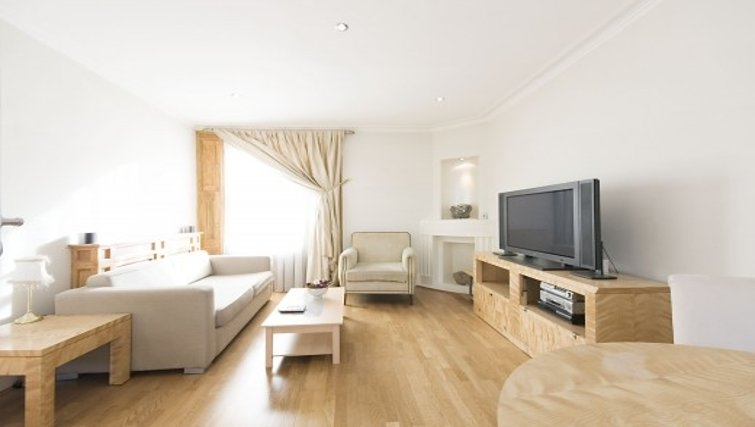 Bright living area in Chesham Court - Citybase Apartments