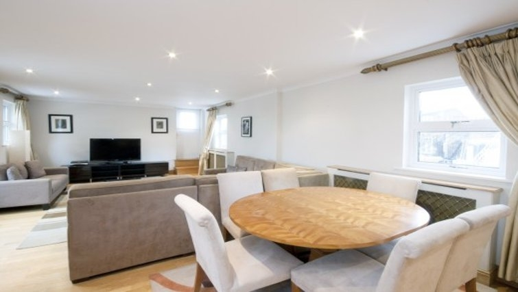 Pristine dining area in Chesham Court - Citybase Apartments