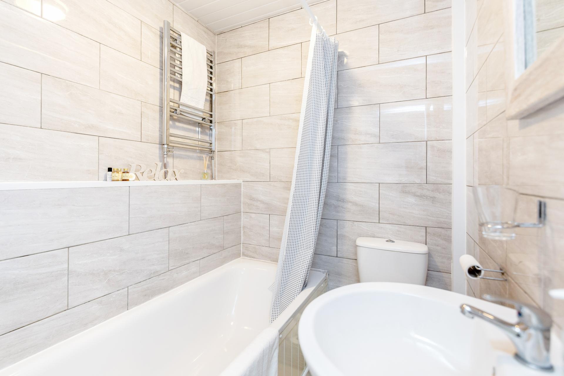 Bathroom at Lavender Hill Apartments, Clapham Junction, London - Citybase Apartments