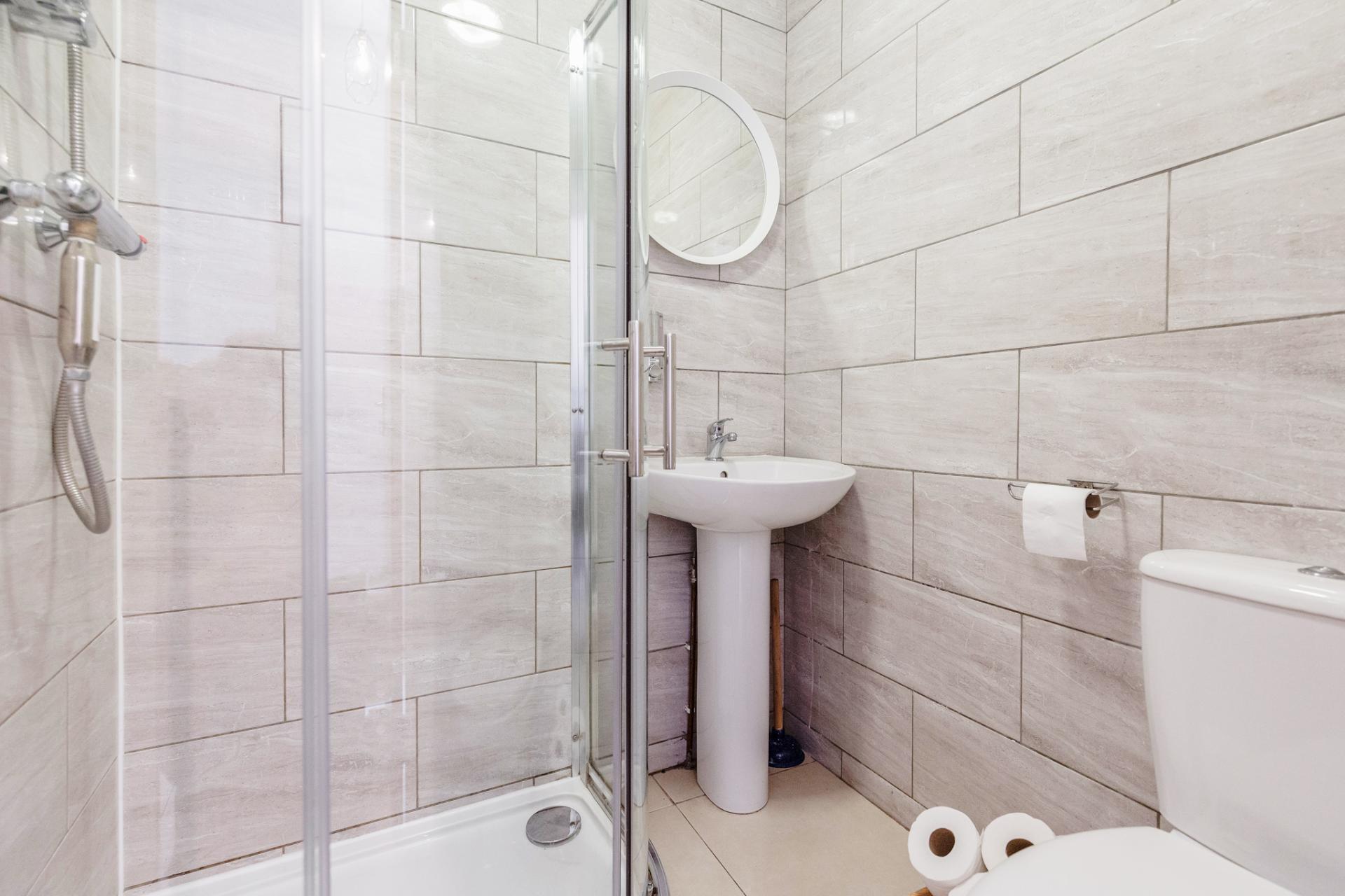 Shower at Lavender Hill Apartments, Clapham Junction, London - Citybase Apartments