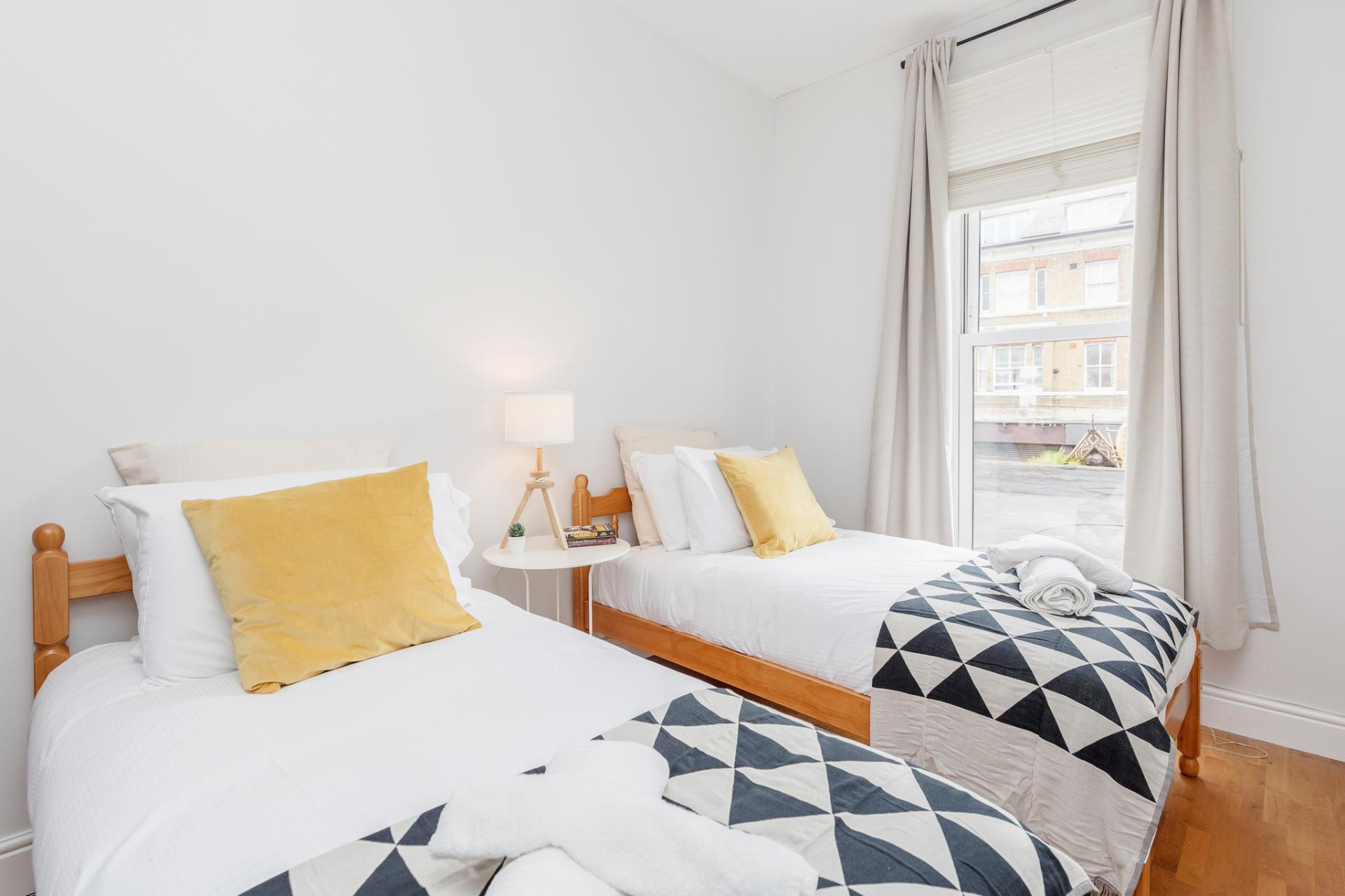 Twin beds at Lavender Hill Apartments, Clapham Junction, London - Citybase Apartments