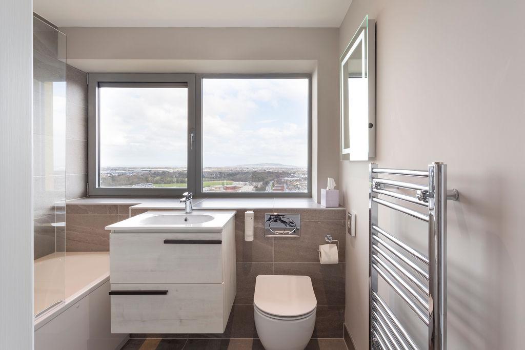Bathroom at Metro Hotel Dublin Airport, Ballymun, Dublin - Citybase Apartments