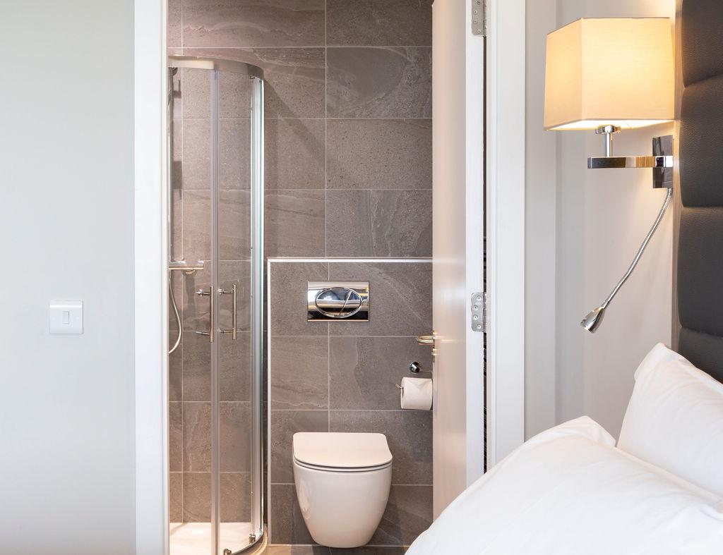 En-suite at Metro Hotel Dublin Airport, Ballymun, Dublin - Citybase Apartments