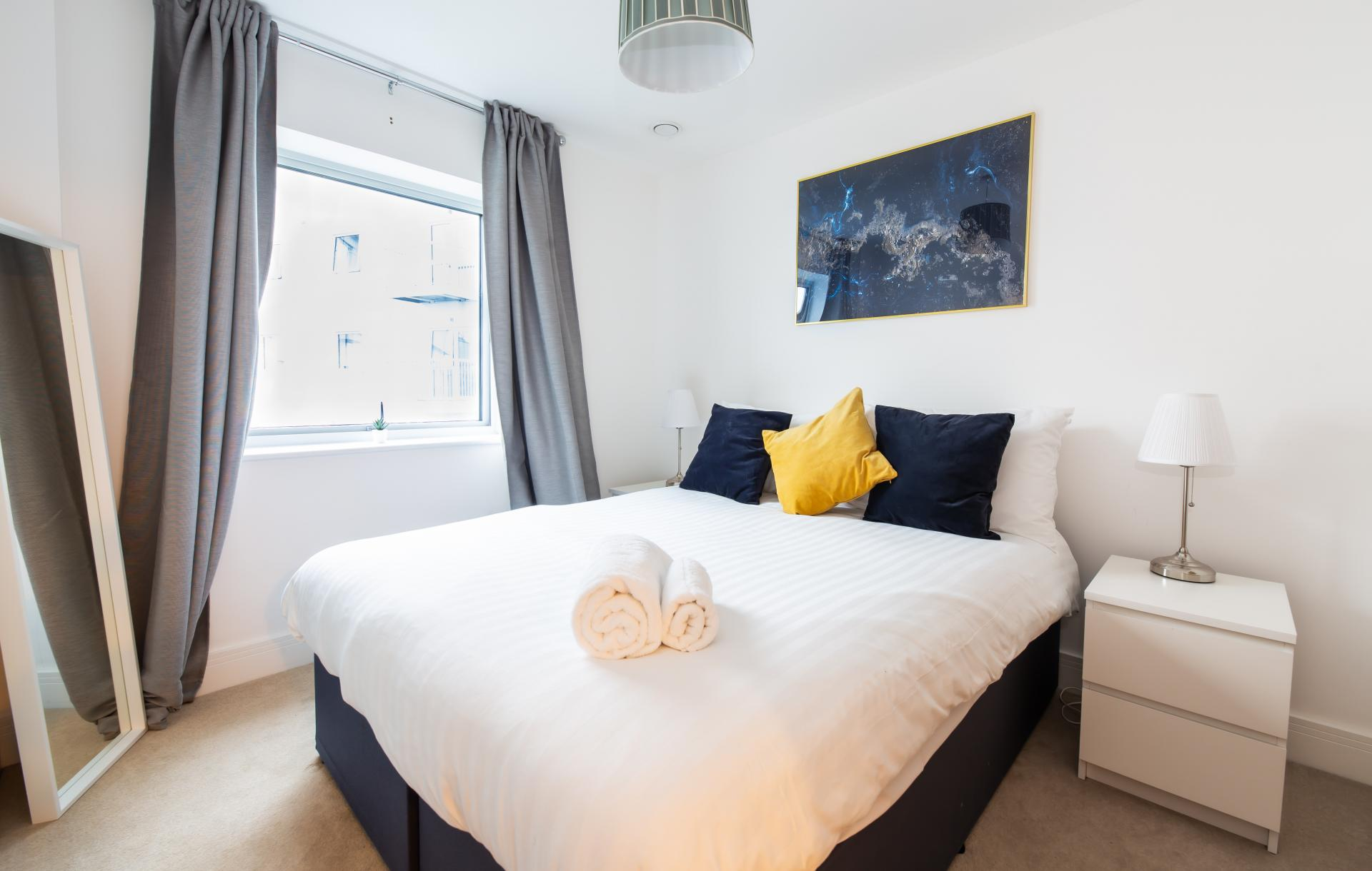 King size bed at Austen House, Centre, Guildford - Citybase Apartments