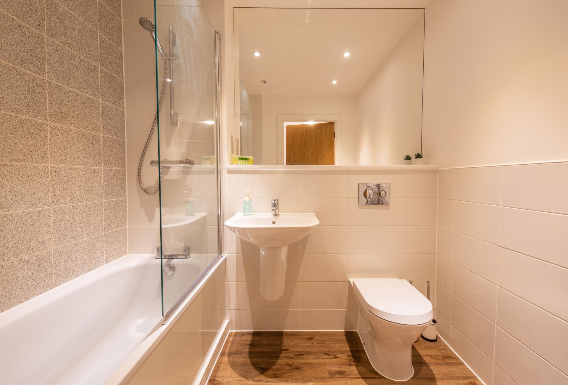 Bath at Austen House, Centre, Guildford - Citybase Apartments