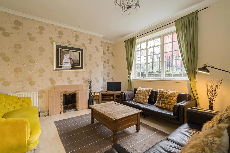 Living area at Royal Mile New Street Apartment, Centre, Edinburgh - Citybase Apartments