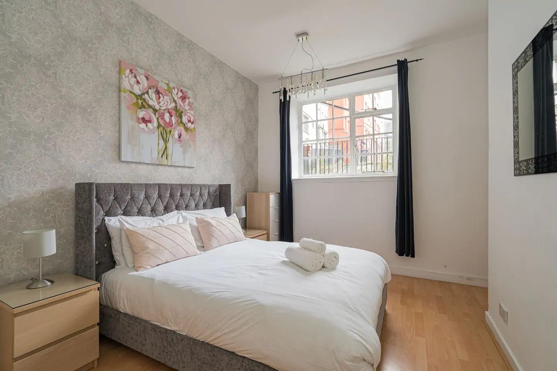 Bed at Royal Mile New Street Apartment, Centre, Edinburgh - Citybase Apartments