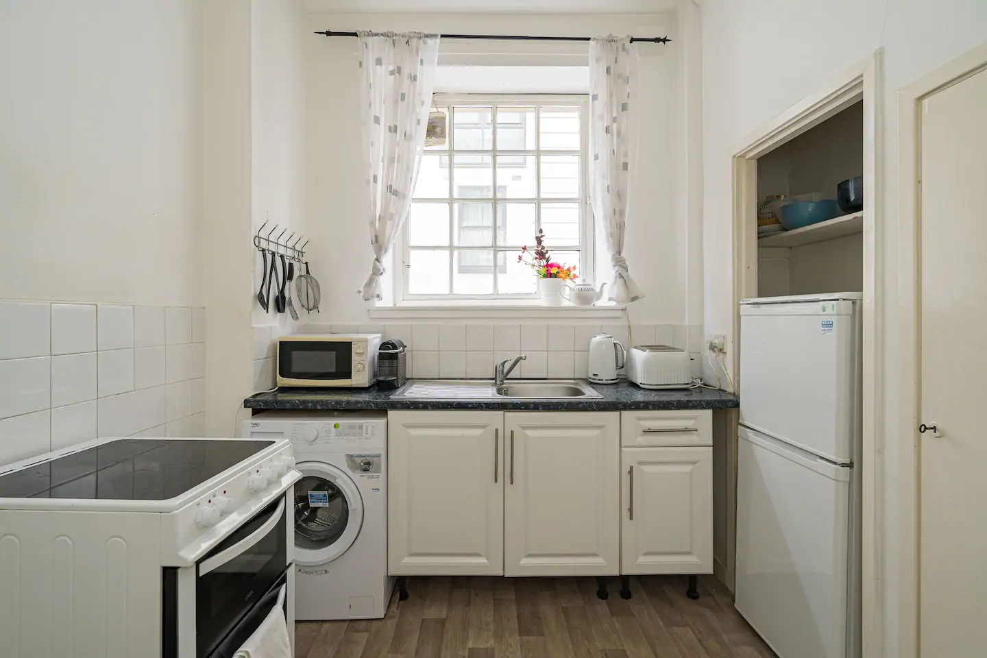 Royal Mile New Street Apartment, Edinburgh, Citybase ...