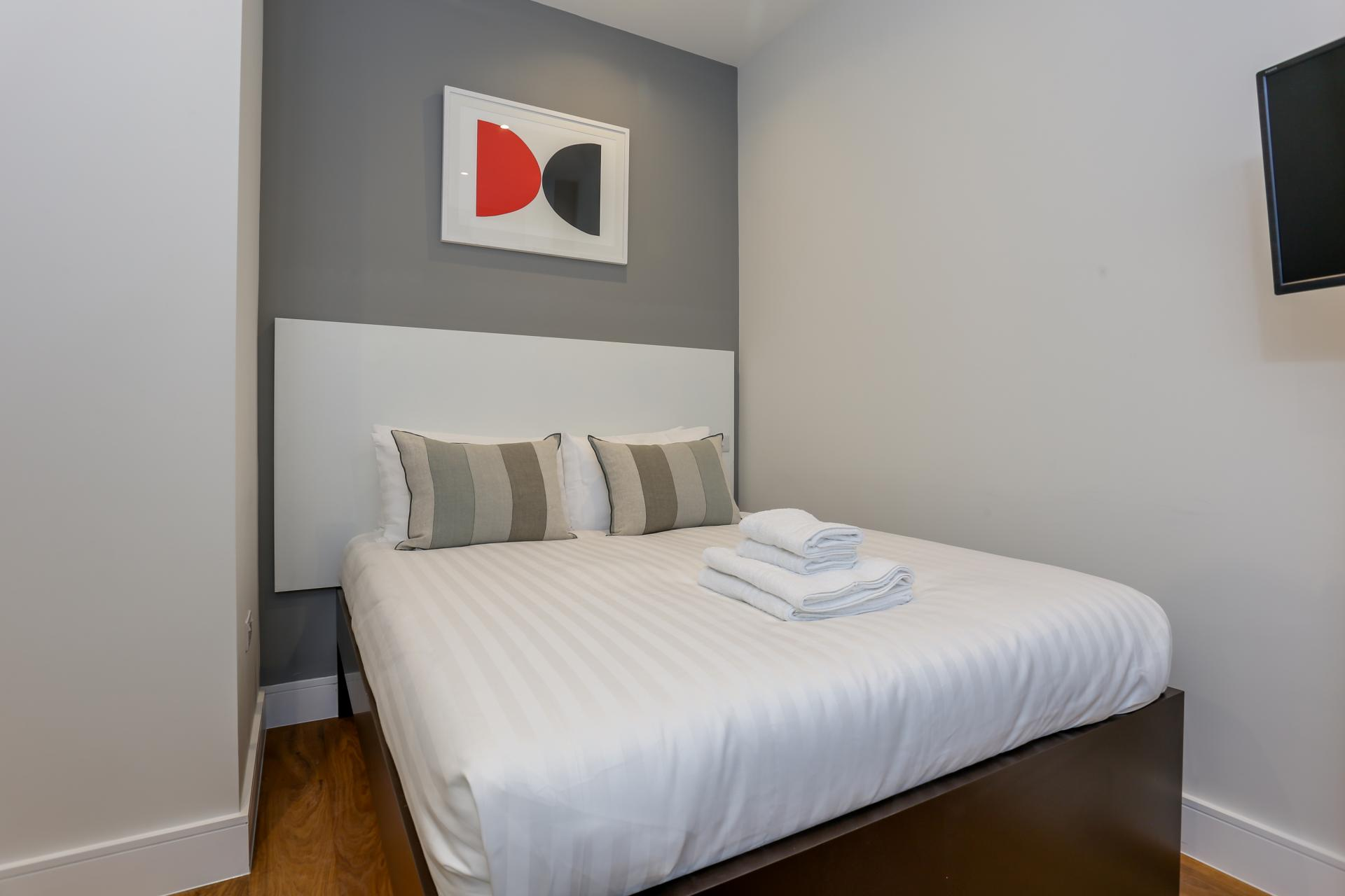 Cosy bed at Queensborough Terrace, Bayswater, London - Citybase Apartments