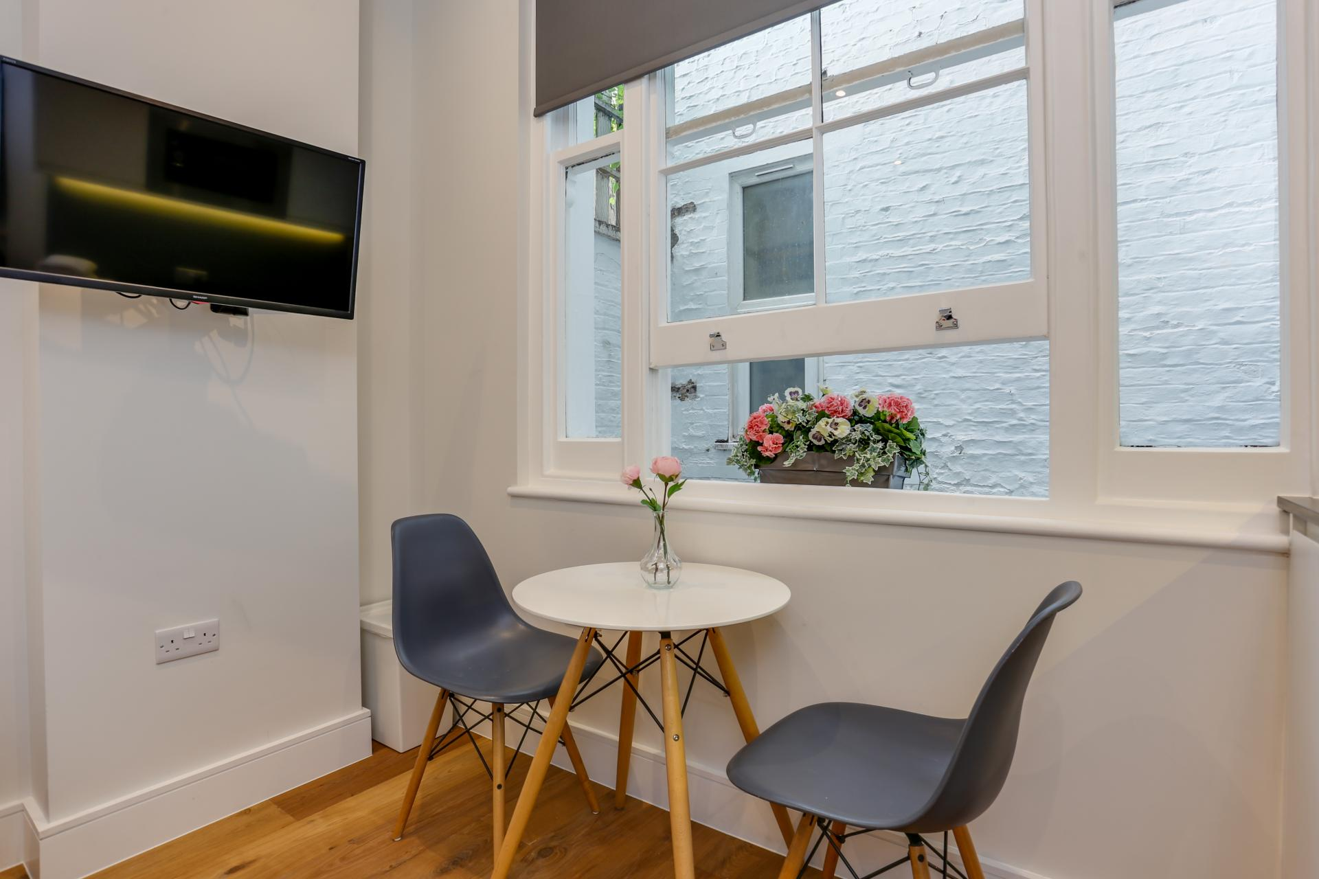 Dining table at Queensborough Terrace, Bayswater, London - Citybase Apartments