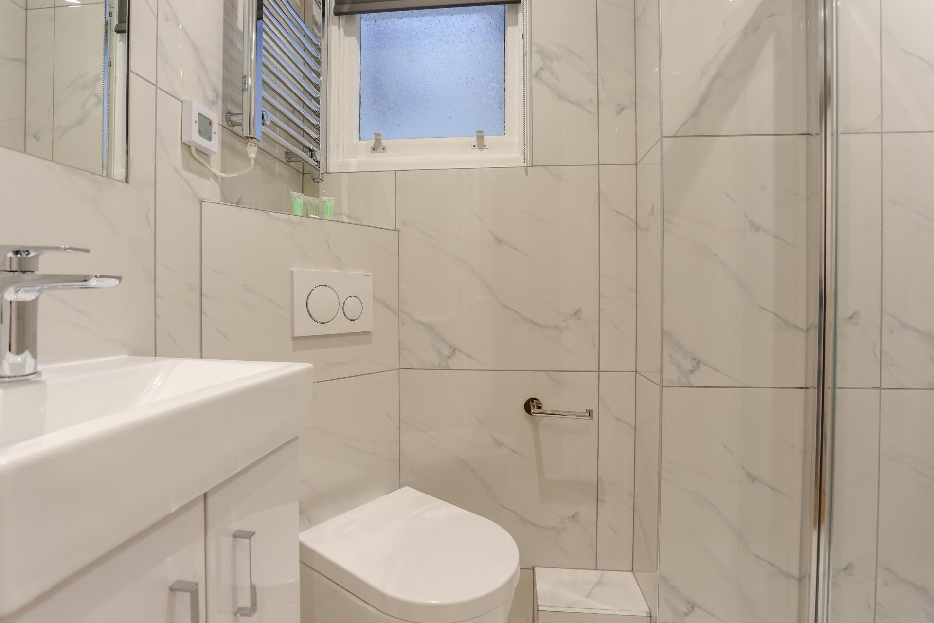 Toilet at Queensborough Terrace, Bayswater, London - Citybase Apartments