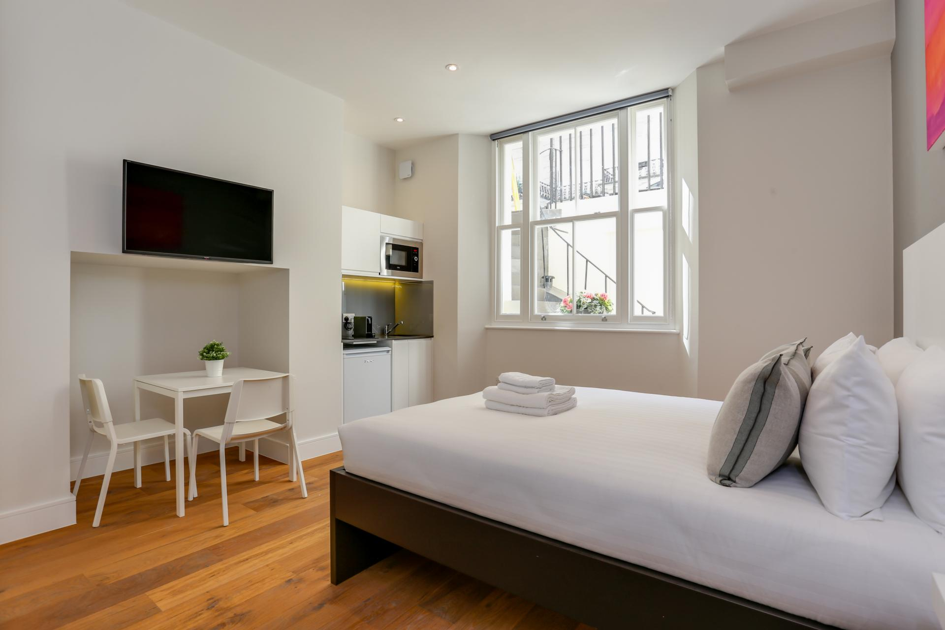 Bright studio at Queensborough Terrace, Bayswater, London - Citybase Apartments