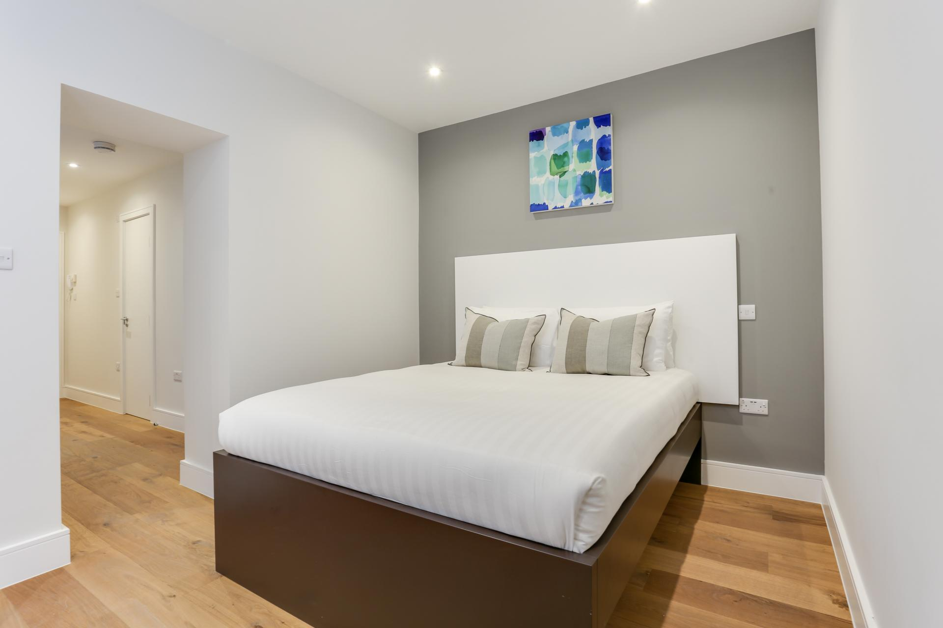 Double bed at Queensborough Terrace, Bayswater, London - Citybase Apartments