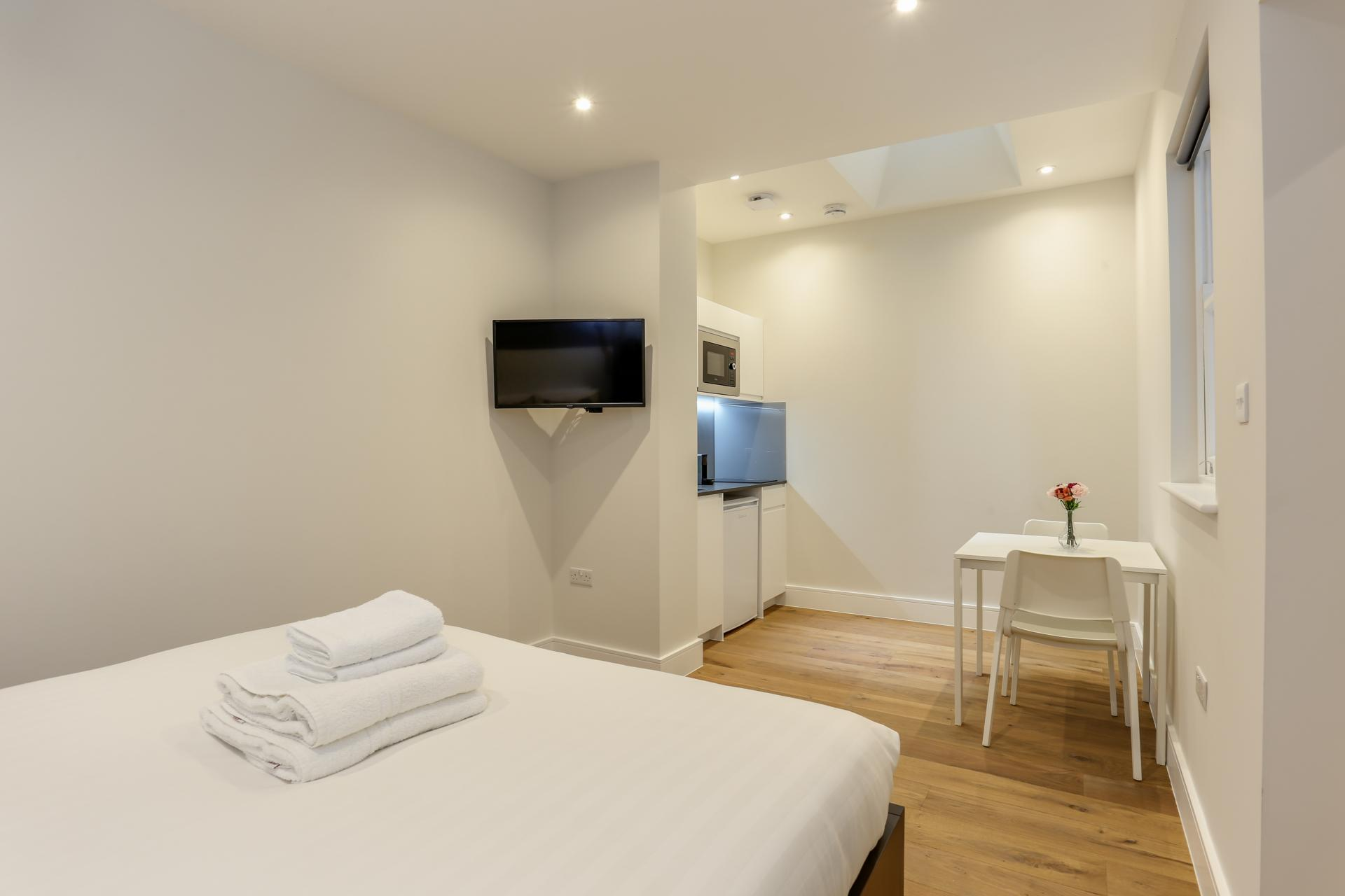 Cosy studio at Queensborough Terrace, Bayswater, London - Citybase Apartments
