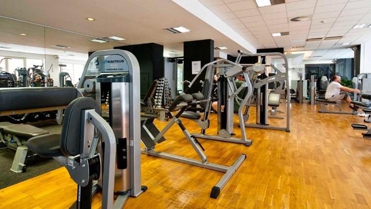 Modern gym at Thon Residence Parnasse - Citybase Apartments