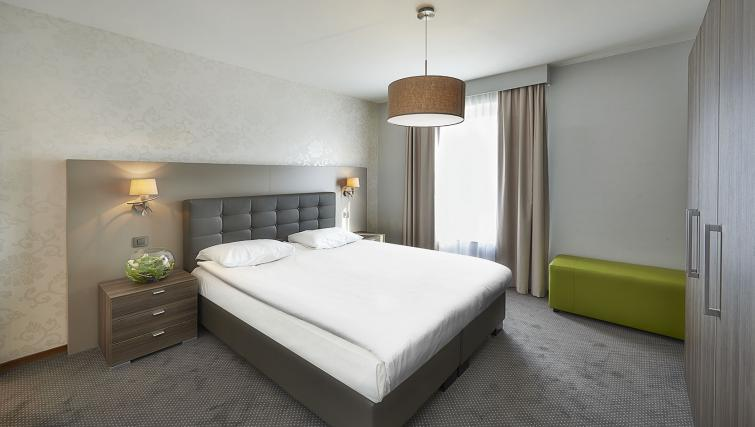 Bedroom at Thon Residence Parnasse - Citybase Apartments