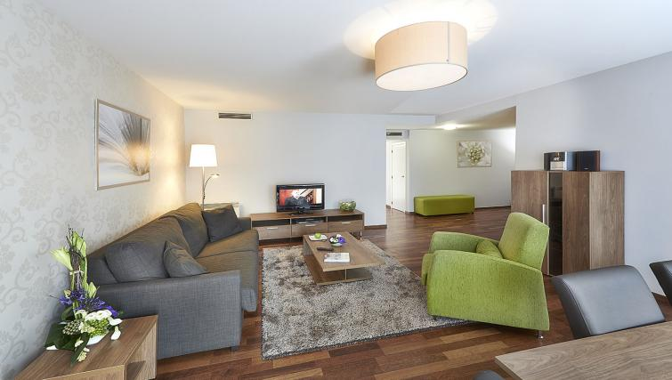 Living room at Thon Residence Parnasse - Citybase Apartments