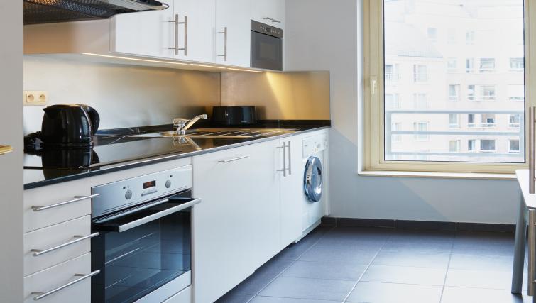 Kitchen at Thon Residence Parnasse - Citybase Apartments
