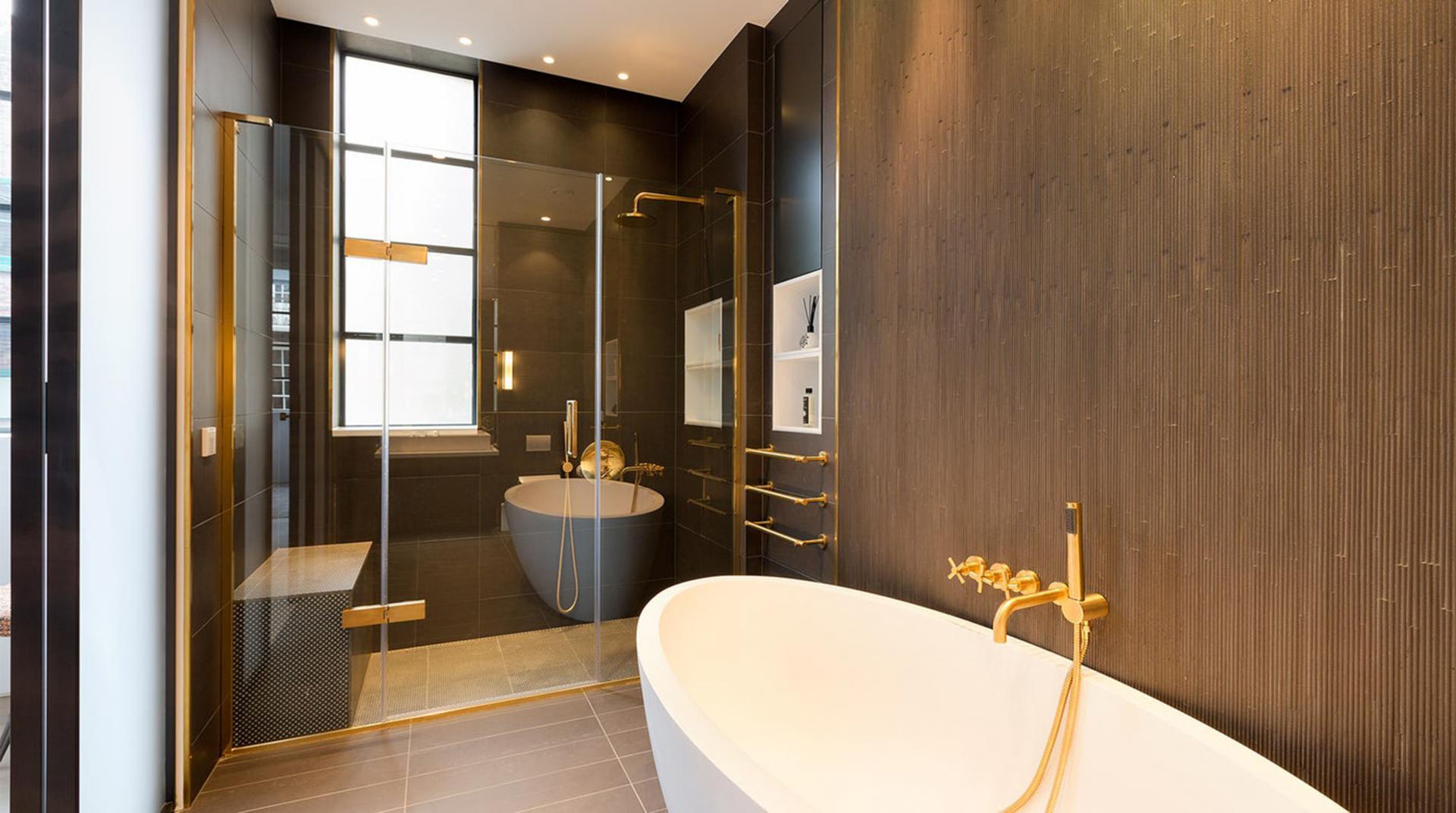 Bathtub at Royalty Mews, Carnaby, London - Citybase Apartments