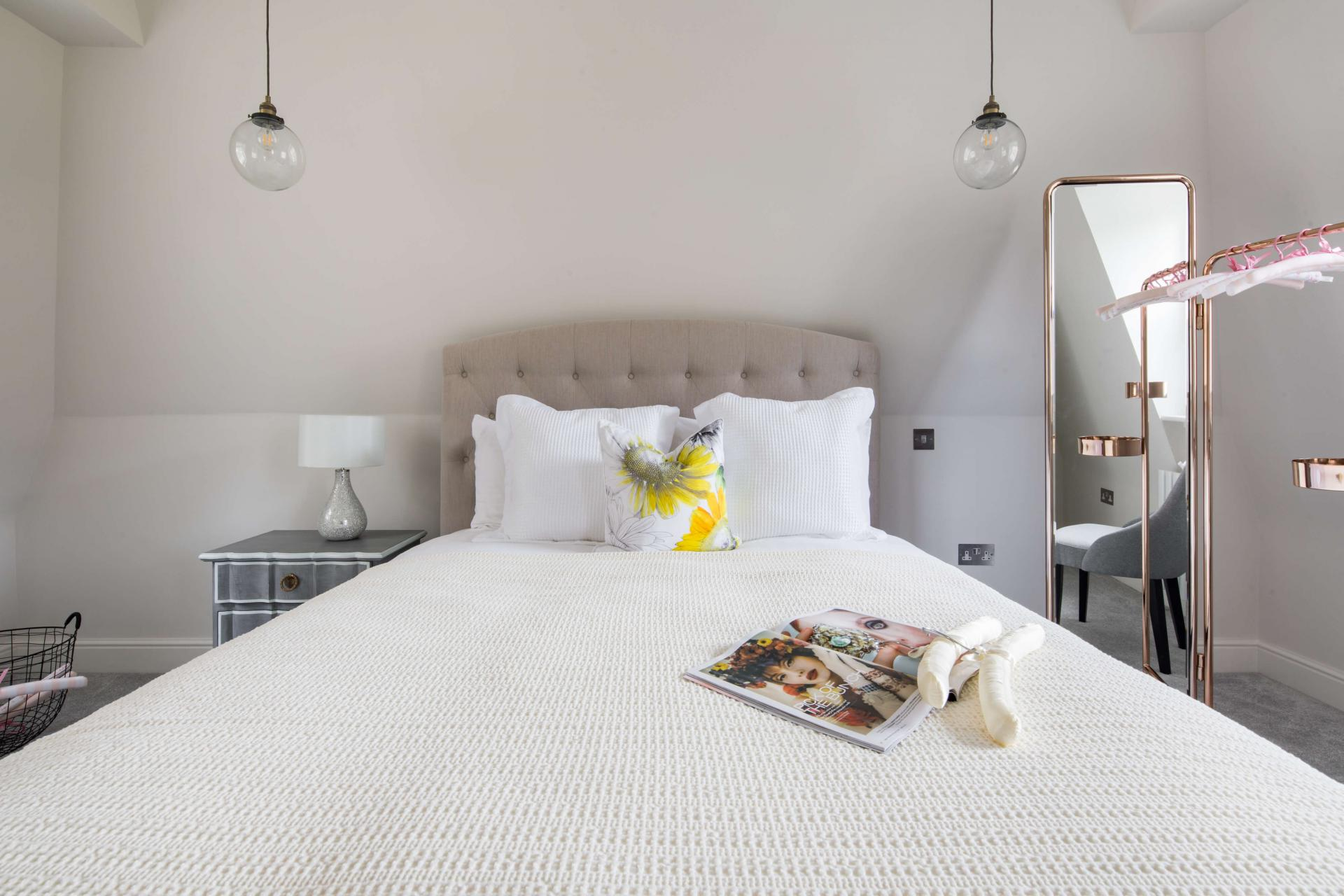 White linen at Rainsford Mews, Paddington, London - Citybase Apartments