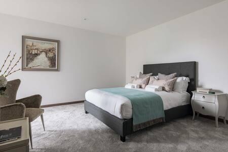 Bed at Paddington Gardens, Paddington, London - Citybase Apartments