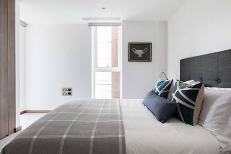 Bright bedroom at Paddington Gardens, Paddington, London - Citybase Apartments
