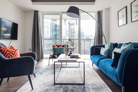 Bright living space at Paddington Gardens, Paddington, London - Citybase Apartments